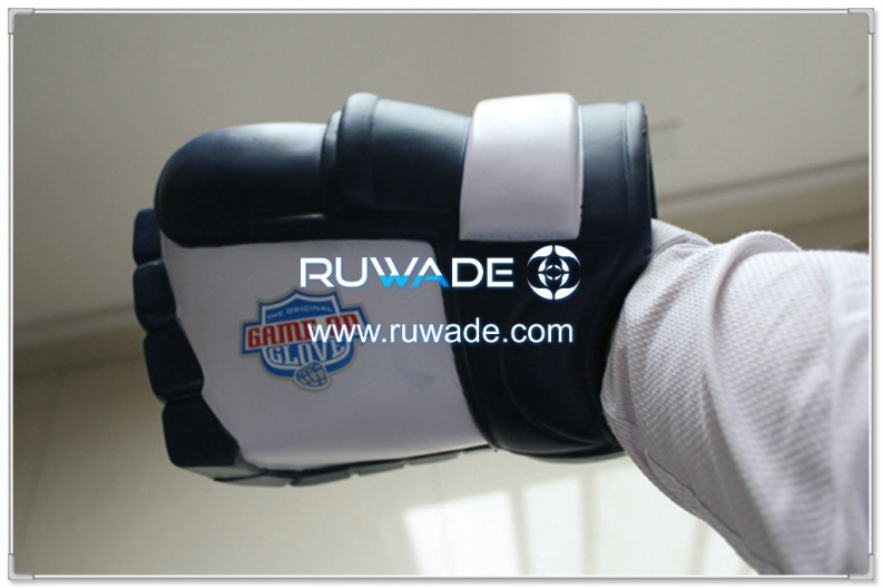 foam-hockey-glove-can-cooler-holder-rwd013-04.jpg