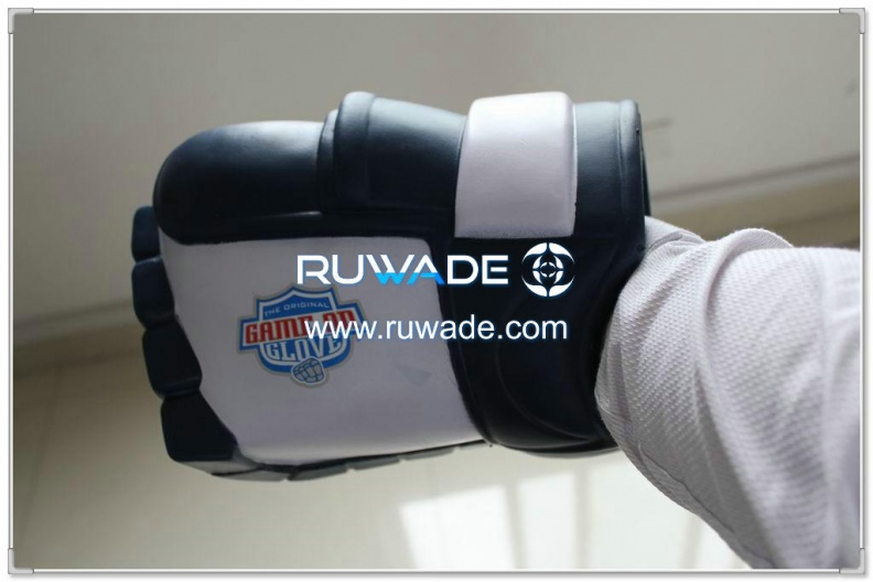 foam-hockey-glove-can-cooler-holder-rwd013-12.jpg