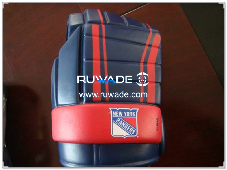 foam-hockey-glove-can-cooler-holder-rwd014-05.jpg