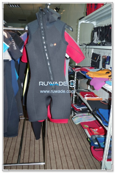 short-sleeve-shorty-wetsuit-front-zip-with-hood-rwd004-2.jpg