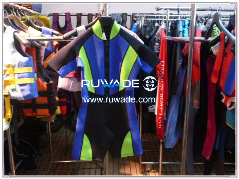 short-sleeve-shorty-wetsuit-front-zip-rwd003-1.jpg